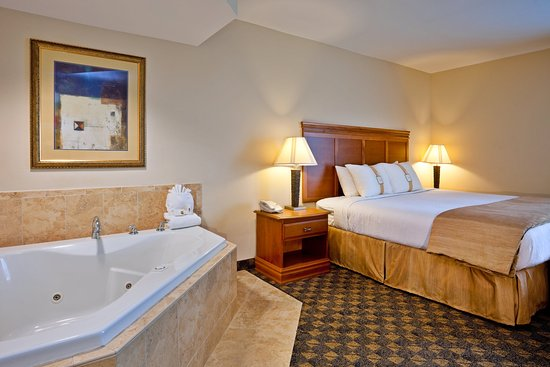 Holiday Inn Hotel & Conference Center: Valdosta, GA Holiday Inn Jacuzzi Suite