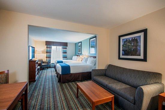 Salamanca, Estado de Nueva York: Executive Two Queen Bed Guest Room living area