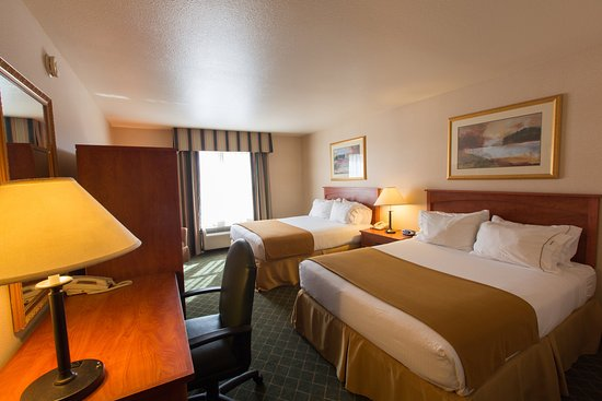 Grass Valley, CA: Enjoy a great concert and stay in a Great Two Queen Bed Guest Room