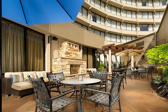 Crowne Plaza Portland-Downtown Convention Center: Outdoor Fireside Plaza