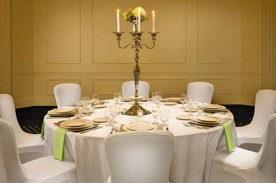 Crowne Plaza Portland-Downtown Convention Center: Crowne Plaza Portland: Banquet Table Setting with