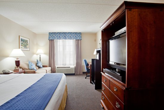 Holiday Inn Express & Suites Newport News: 32 inch flat screen TV, Wi-Fi access, microwave and refrigerator.