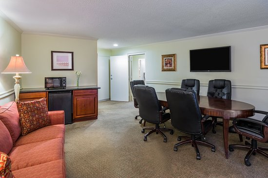 Holiday Inn - Mobile Downtown/Historic District: Business Suite