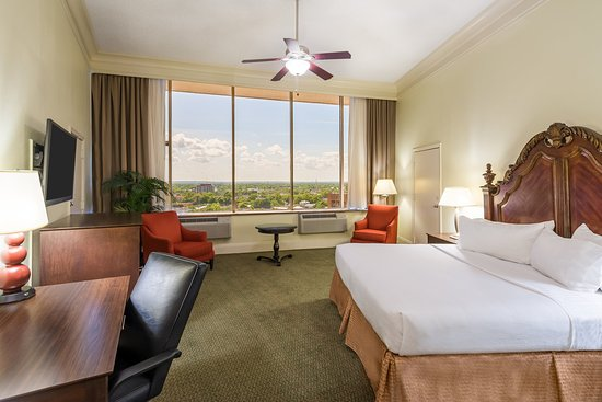 Holiday Inn - Mobile Downtown/Historic District: Parlor Suite