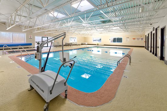 Holiday Inn Plattsburgh: ADA/Handicapped accessible Swimming Pool lift