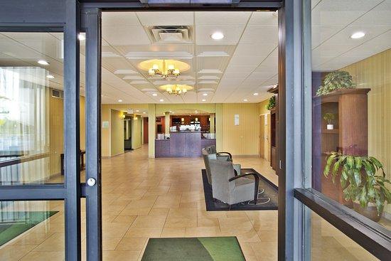 Holiday Inn Plattsburgh: Entrance