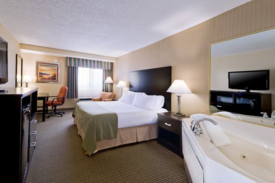 Holiday Inn Plattsburgh: King Guest Room with jetted tub