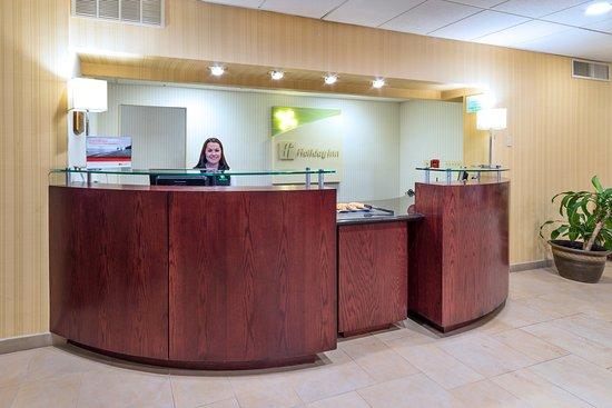 Holiday Inn Plattsburgh: Front Desk