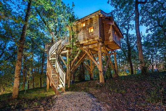 cabanes et spa dans les arbres clairac france voir. Black Bedroom Furniture Sets. Home Design Ideas