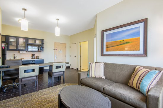 Candlewood Suites Hotel Jefferson City: One Bedroom Suite Kitchen/Living Area