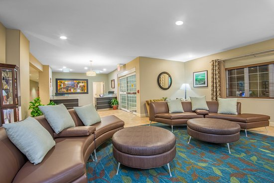 Candlewood Suites Hotel Jefferson City: Hotel Lobby