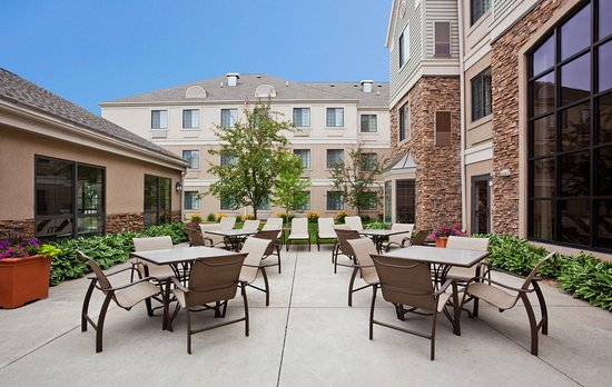 Staybridge Suites Eagan-Mall Of America : Guest Patio Seating