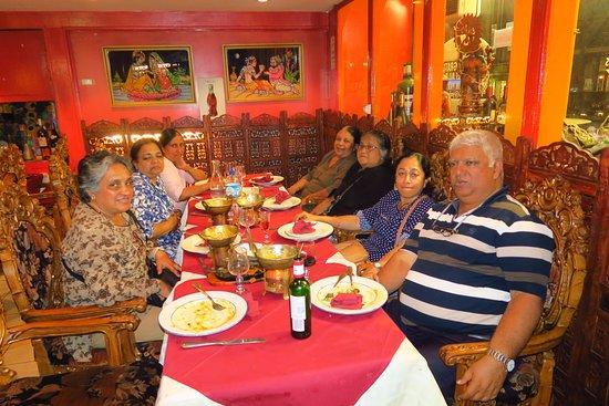 Restaurant jardin de l 39 himalaya dans paris avec cuisine for Restaurant avec jardin dans paris