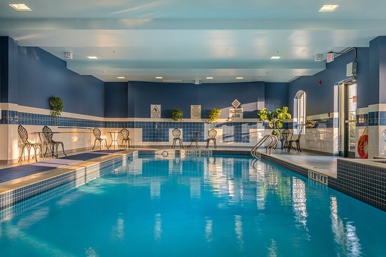 Holiday Inn Express Hotel & Suites Belleville : Swimming Pool