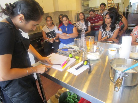 Cake Making Classes In Delhi
