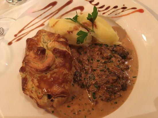 Bistrot de la Place : Pièce de bœuf en croûte, ses morilles et purée. Un régal !
