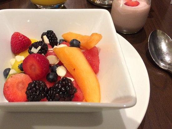 Radisson Blu Edwardian Heathrow Hotel: Breakfast