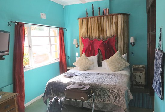 Sweet Ocean View Guesthouse: Quirky decor in the bedroom