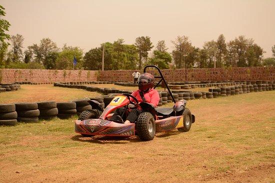 Sohna, Índia: Fun Fast Dirt Track