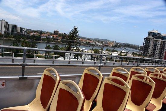 City Sights Hop On Hop Off-Day Bus Tours: Oberdeck Rote Linie - Sitze könnten etwas mehr Platz haben