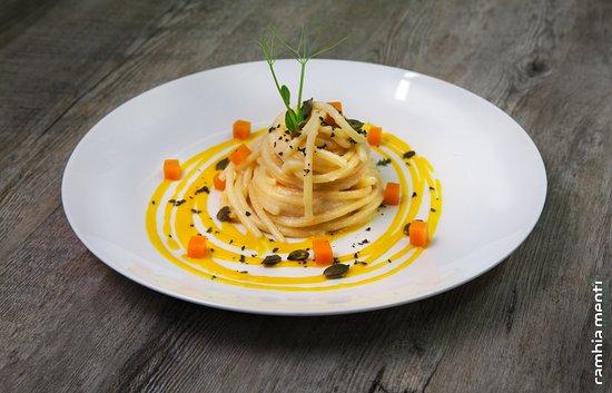 Cambiamenti: spaghettone, caprino stagionato e zucca