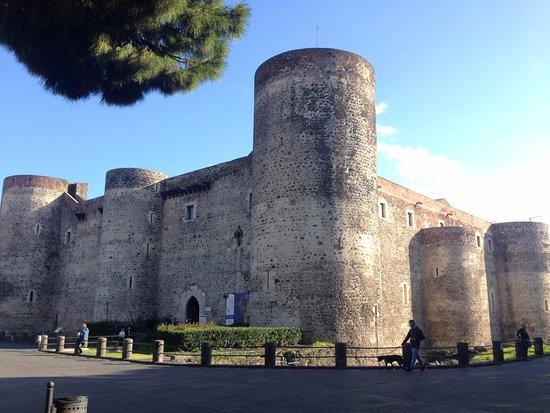 Museo Civico Castello Ursino : Vista externa.