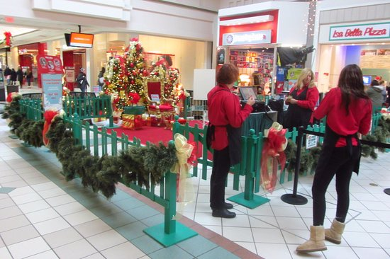 258056f1aa3 Santa s workshop - Picture of Boulevard Mall
