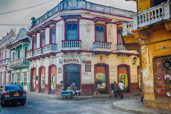 Hotel Casa Lola : Club Havana, one half block away.