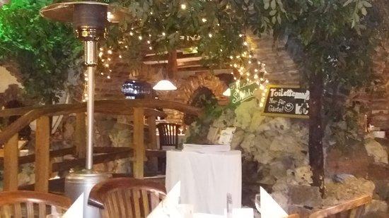 kleiner Teich mit Brücke im Restaurant Picture of Garten Eden, Koblenz TripAdvisor