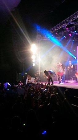 75548027e86f7 Palco do show da Larissa Manoela no Clube Jaó em Goiânia - Foto de ...