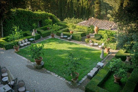 Pievescola, Italia: Lemon Tree Garden