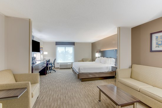 Holiday Inn Express & Suites Bethlehem: King ADA Suite with Roll In Shower