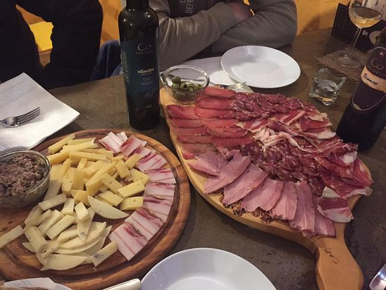 Roc, Kroatien: istrian delicacies