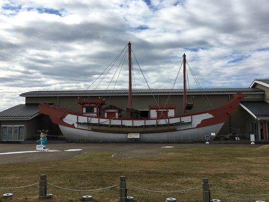 Kanponoyado Nara: 平城京 遣唐使船の復元