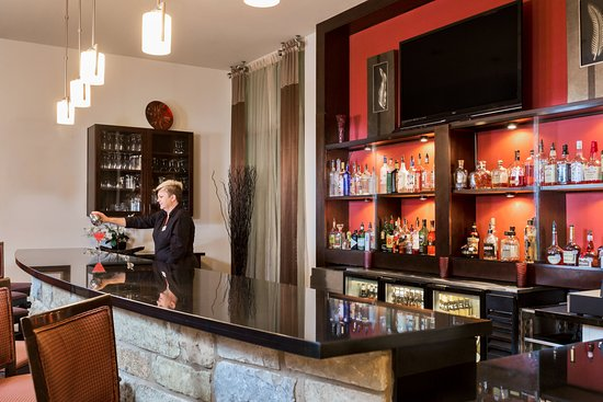 Holiday Inn Temple- Belton: Bar and Lounge