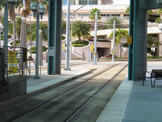Tampa Marriott Waterside Hotel & Marina: Trolley stop across from the hotel