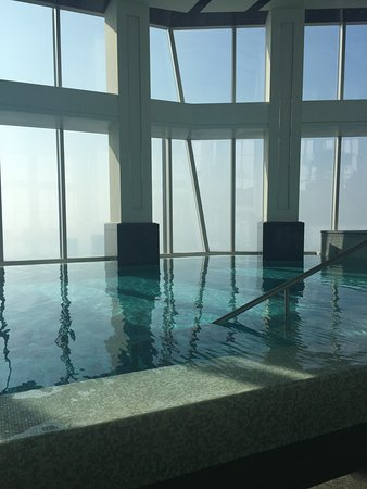 The Ritz-Carlton Shanghai, Pudong: Indoor pool