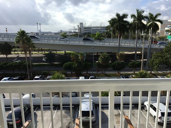 Hilton Fort Lauderdale Marina: View from Room 2432 (street side)