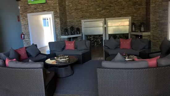 Addo, Güney Afrika: Tangelo lounge with big screen tv