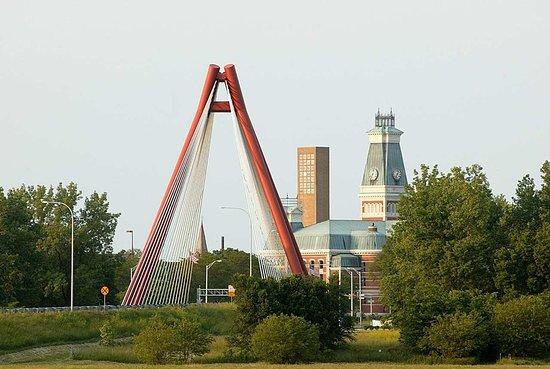 เอดินบะระ, อินเดียน่า: Bridge Entering Columbus