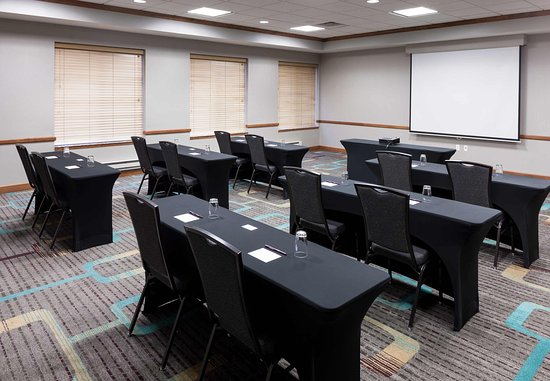 Lake Forest, IL: Meeting Room – Classroom Setup