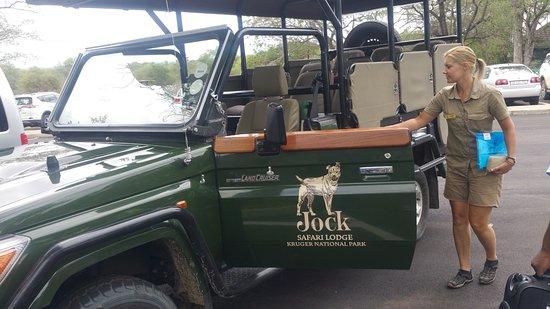 جوك سفاري لودج: Suritha meeting us at Skukuza Airport in the Kruger National Park