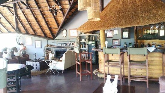 جوك سفاري لودج: Bar area at the Jock Lodge