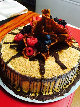 i dream of gelato: Raspberry Cheesecake Gelato cake.