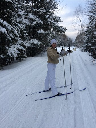 Maynooth, Canada: The Hastings Heritage trail is wonderful for skiing and snowshoeing!  It's right next to the hou