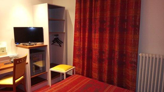 Hotel Terminus Montparnasse : TV, mini-bar