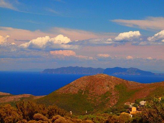 Centuri, Франция: Capraia Isola , im Hintergrund die Italienische Küste