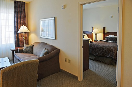 Oconomowoc, WI: 2 Bedroom Suite