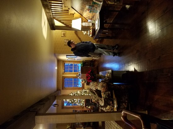 Chanticleer Guest House: 20161220_162617_large.jpg