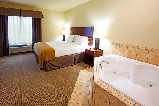 Holiday Inn Express Hotel & Suites Valdosta West - Mall Area : Holiday Inn Express and Suites of Valdosta, Georgia Jacuzzi Suite